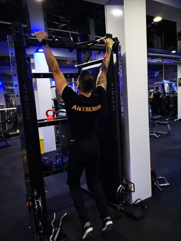 tractiuni antrenament spate sala fitness