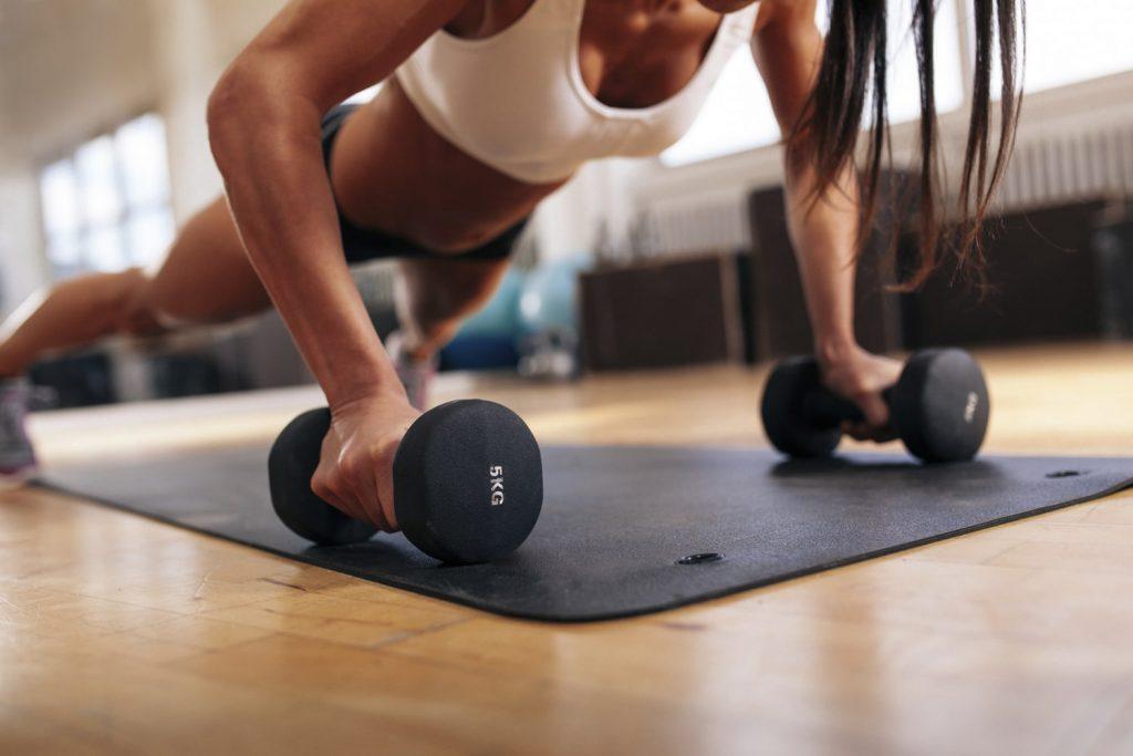 fitness cu creatina pentru femei-min